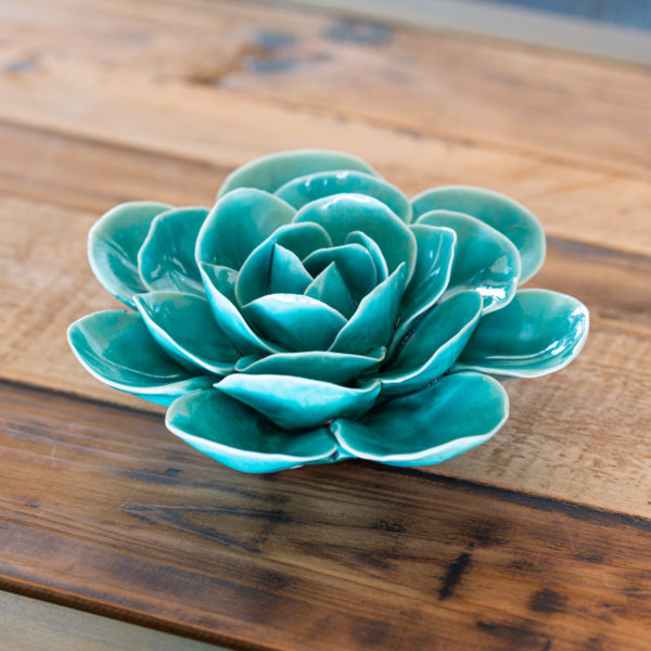 Dokonale zpracovaný keramický květ – barva tyrkysově modrá
