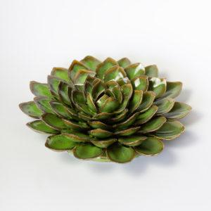 Dokonale zpracovaný keramický květ – barva zelená