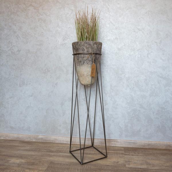 Stojan na květiny s betonovým květináčem